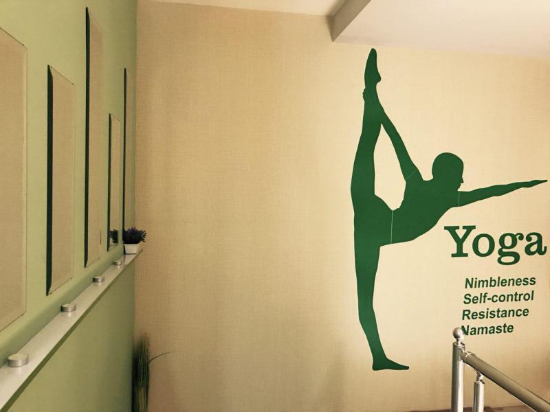 مجموعه ورزشی گیرا یوگا